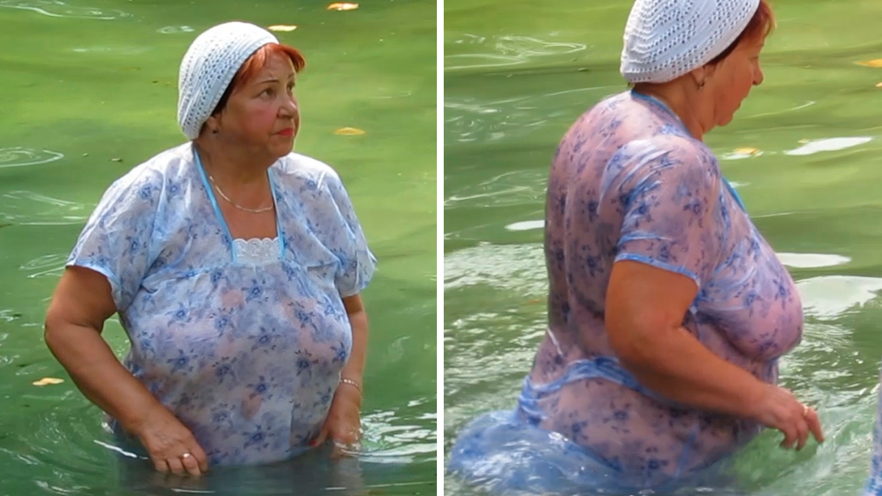 Granny plunges her big boobs
