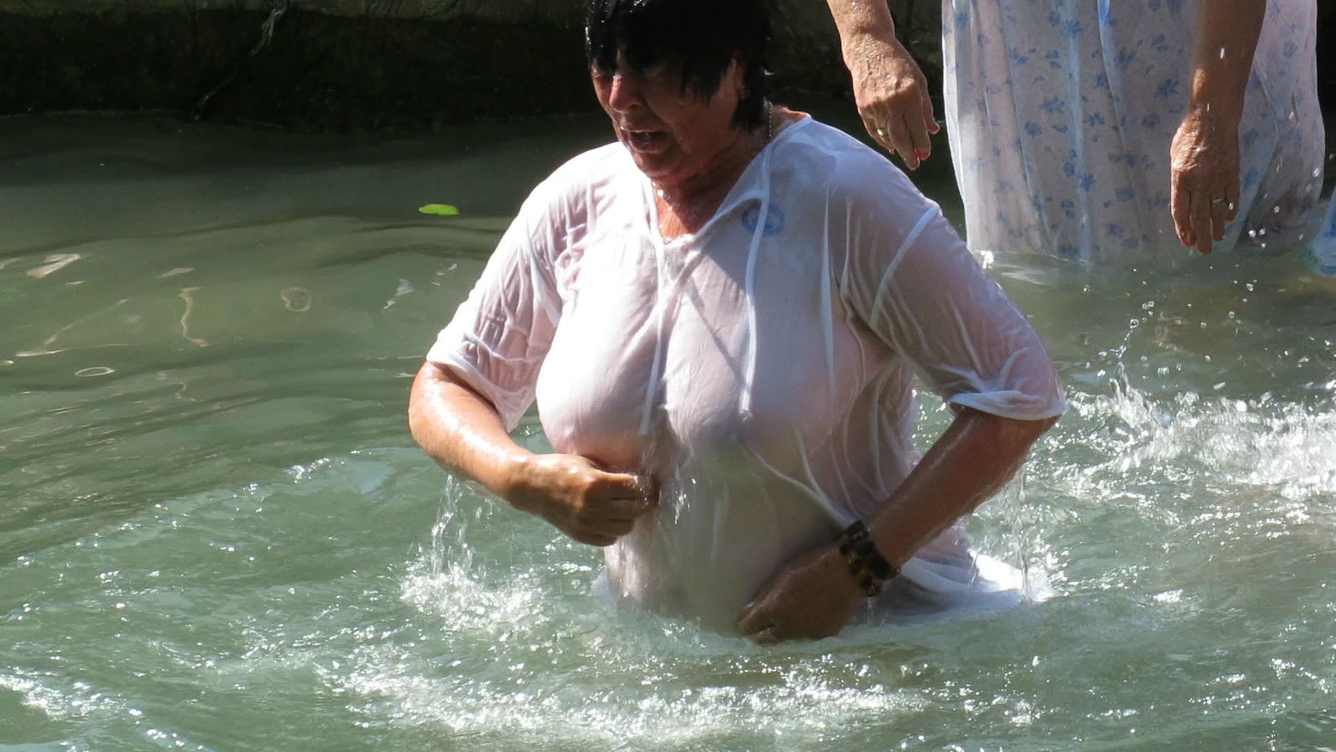 She plunge her breast into water