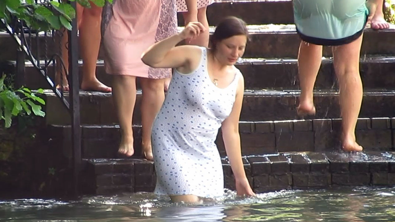 She plunges in water