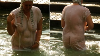 Mature woman with saggy tits punges naked